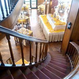 scalinata sala ristorante